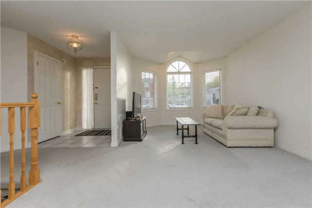 Detached at 3 Sheila Way, Barrie, Ontario. Image 11