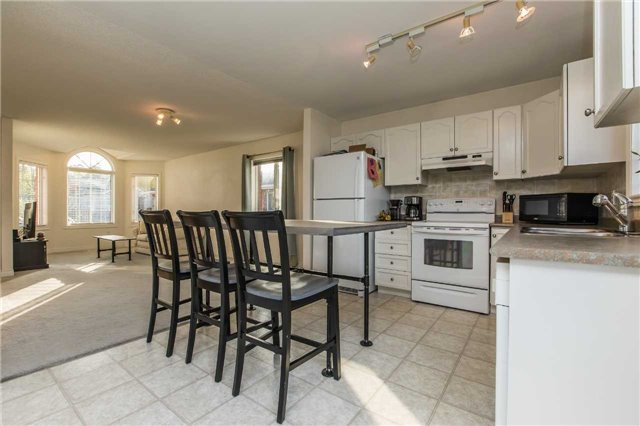 Detached at 3 Sheila Way, Barrie, Ontario. Image 12