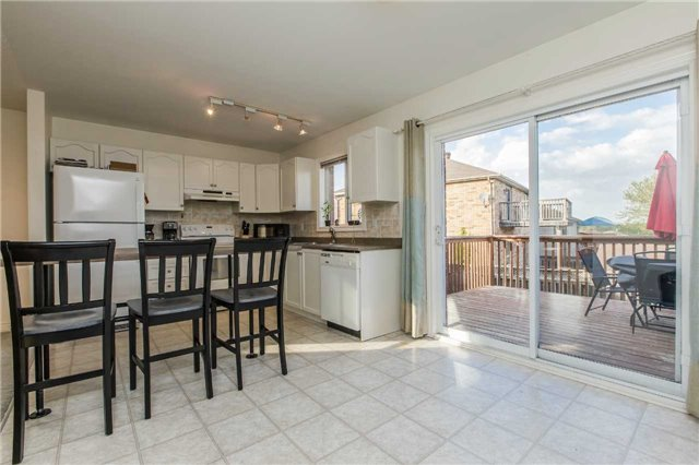 Detached at 3 Sheila Way, Barrie, Ontario. Image 13