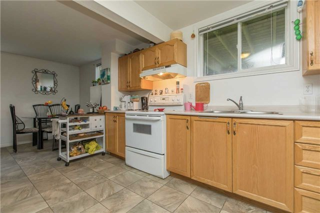 Detached at 3 Sheila Way, Barrie, Ontario. Image 3