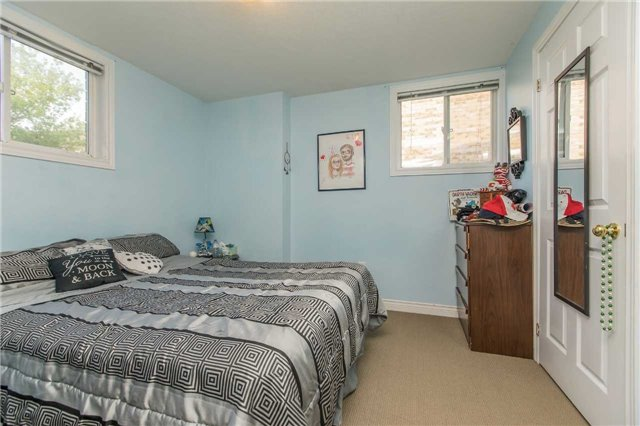 Detached at 3 Sheila Way, Barrie, Ontario. Image 6