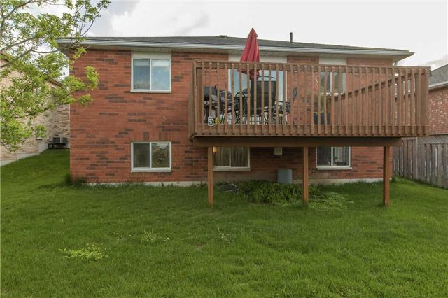Detached at 3 Sheila Way, Barrie, Ontario. Image 9