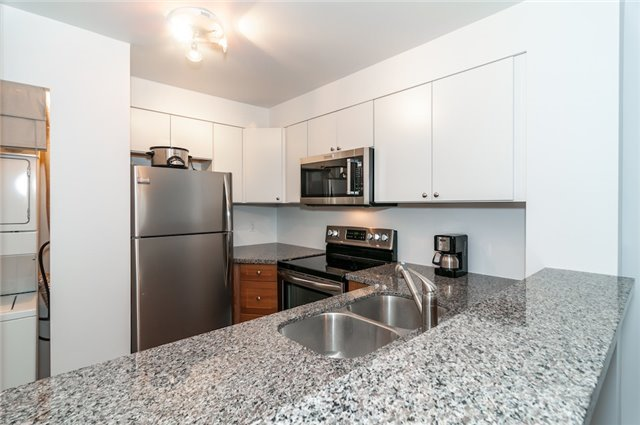 Condo Apartment at 140 Dunlop St, Unit 905, Barrie, Ontario. Image 13