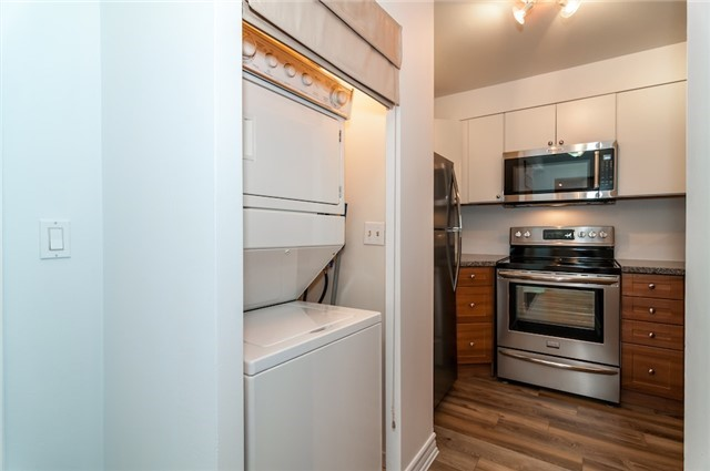 Condo Apartment at 140 Dunlop St, Unit 905, Barrie, Ontario. Image 15