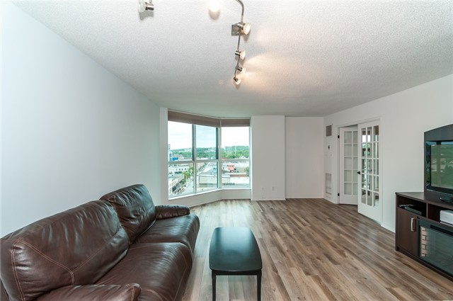 Condo Apartment at 140 Dunlop St, Unit 905, Barrie, Ontario. Image 16