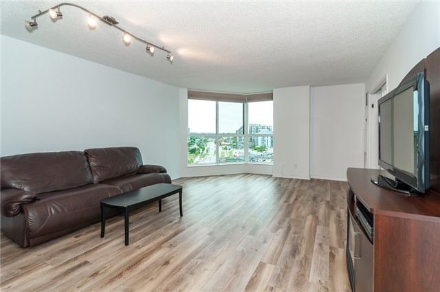 Condo Apartment at 140 Dunlop St, Unit 905, Barrie, Ontario. Image 17