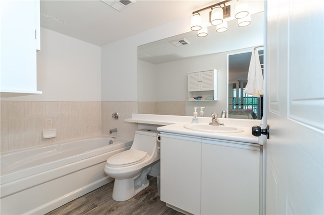 Condo Apartment at 140 Dunlop St, Unit 905, Barrie, Ontario. Image 5
