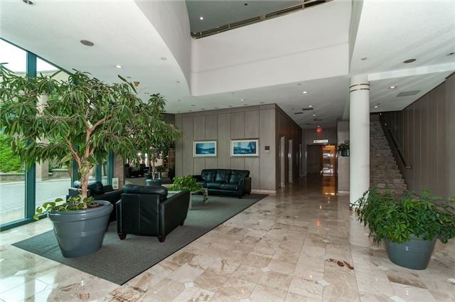 Condo Apartment at 140 Dunlop St, Unit 905, Barrie, Ontario. Image 7