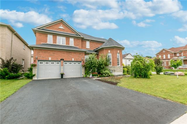 Detached at 89 The Queensway, Barrie, Ontario. Image 12
