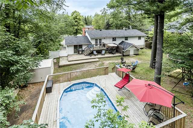 Detached at 3933 Horseshoe Valley Rd W, Springwater, Ontario. Image 4