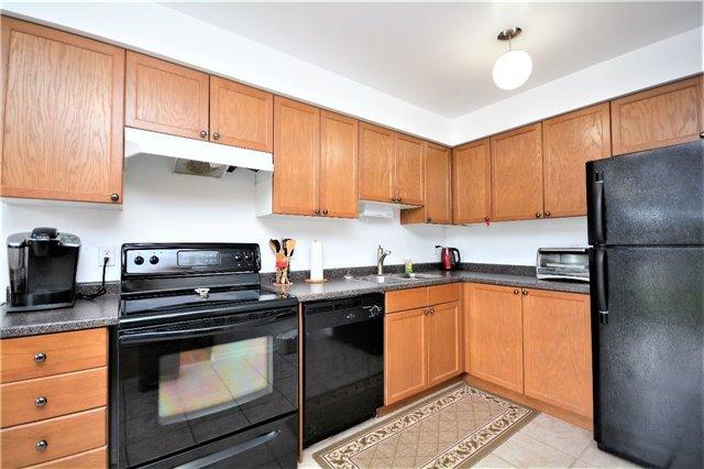 Condo Apartment at 19 Cheltenham Rd, Unit 8, Barrie, Ontario. Image 11
