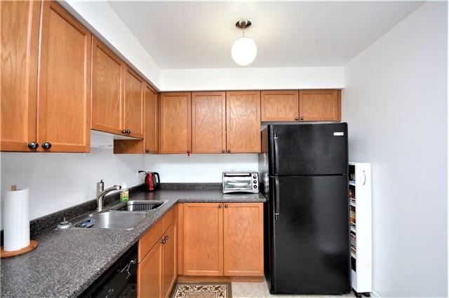 Condo Apartment at 19 Cheltenham Rd, Unit 8, Barrie, Ontario. Image 12
