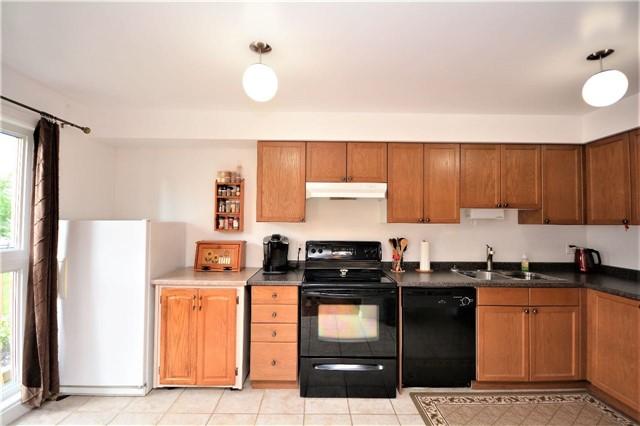Condo Apartment at 19 Cheltenham Rd, Unit 8, Barrie, Ontario. Image 13