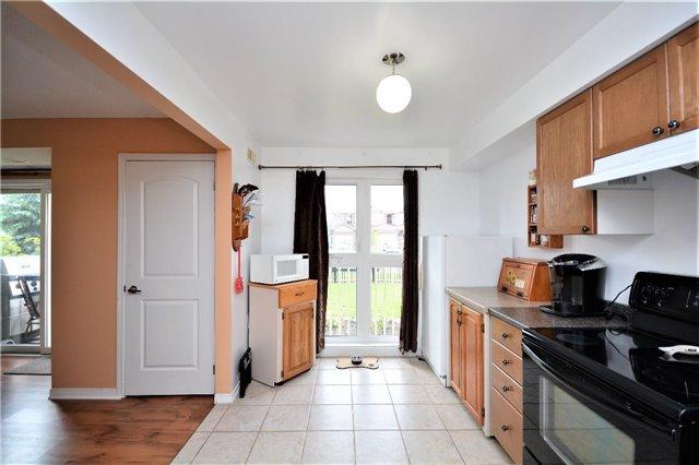 Condo Apartment at 19 Cheltenham Rd, Unit 8, Barrie, Ontario. Image 14