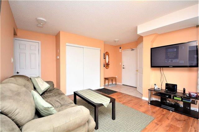 Condo Apartment at 19 Cheltenham Rd, Unit 8, Barrie, Ontario. Image 15