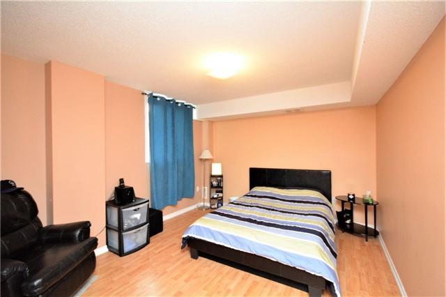 Condo Apartment at 19 Cheltenham Rd, Unit 8, Barrie, Ontario. Image 4