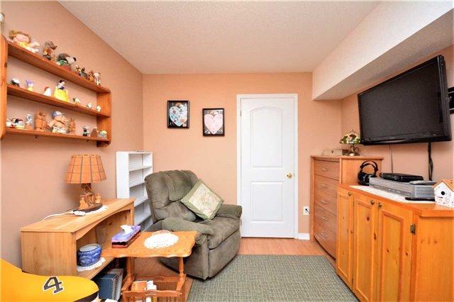 Condo Apartment at 19 Cheltenham Rd, Unit 8, Barrie, Ontario. Image 6