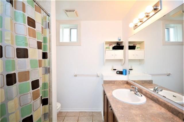 Condo Apartment at 19 Cheltenham Rd, Unit 8, Barrie, Ontario. Image 7