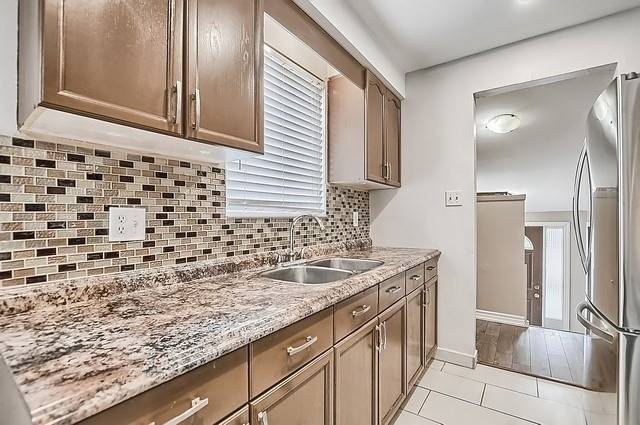 Semi-detached at 65 Highcroft Rd, Barrie, Ontario. Image 14