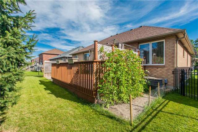 Detached at 75 Brighton Rd, Barrie, Ontario. Image 13