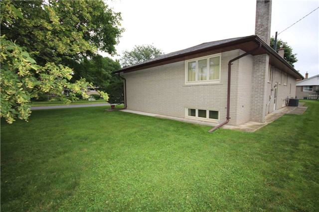 Detached at 99 Melrose Ave, Barrie, Ontario. Image 15
