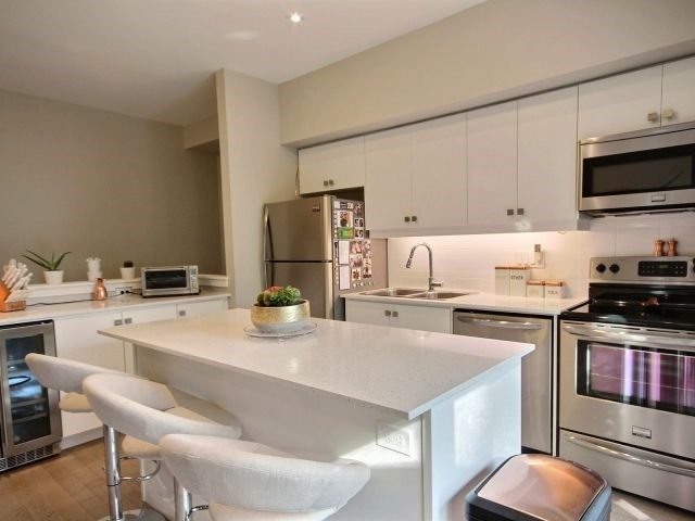 Townhouse at 369 Essa Rd, Unit 54, Barrie, Ontario. Image 15