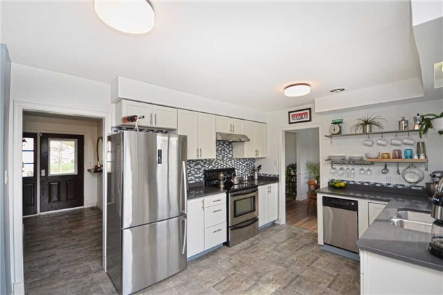 Detached at 267 Grove St E, Barrie, Ontario. Image 1