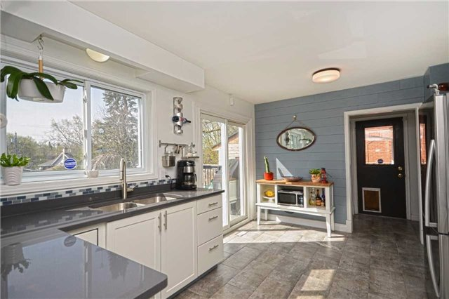 Detached at 267 Grove St E, Barrie, Ontario. Image 12