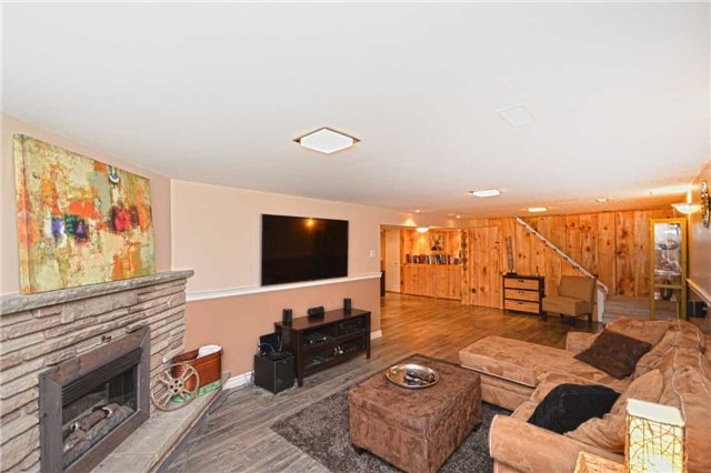 Detached at 267 Grove St E, Barrie, Ontario. Image 3