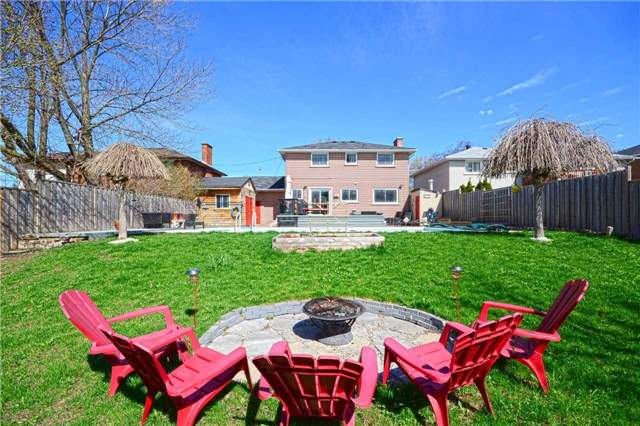 Detached at 267 Grove St E, Barrie, Ontario. Image 5