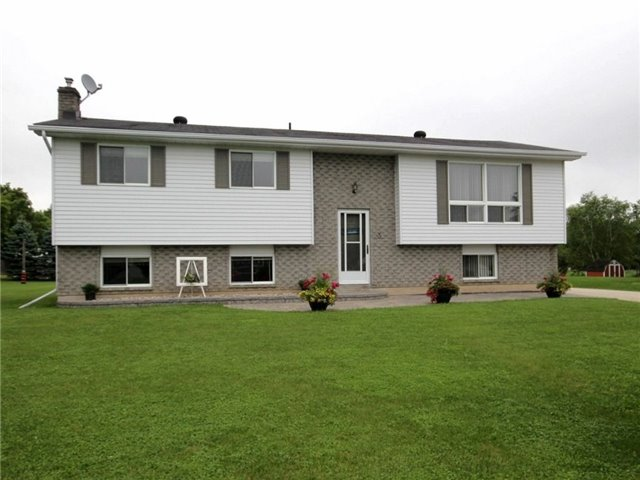 Detached at 3 Shannon St, Springwater, Ontario. Image 1