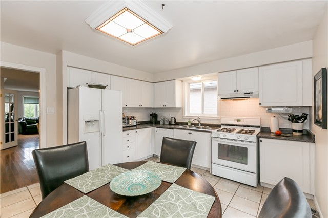 Detached at 157 Benson Dr, Barrie, Ontario. Image 2