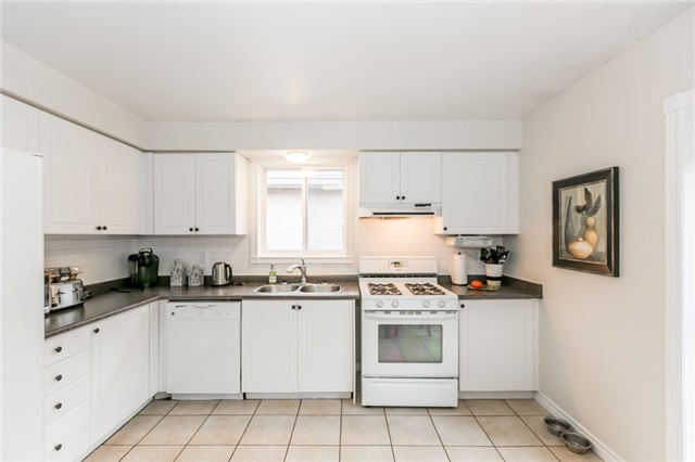 Detached at 157 Benson Dr, Barrie, Ontario. Image 3