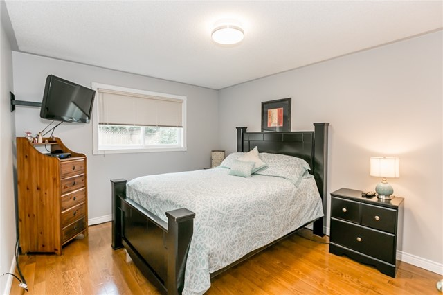 Detached at 157 Benson Dr, Barrie, Ontario. Image 5