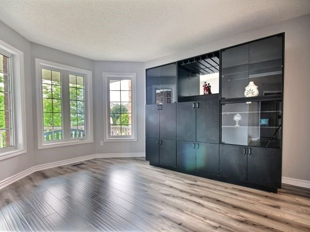 Detached at 56 Birchwood Dr, Barrie, Ontario. Image 12