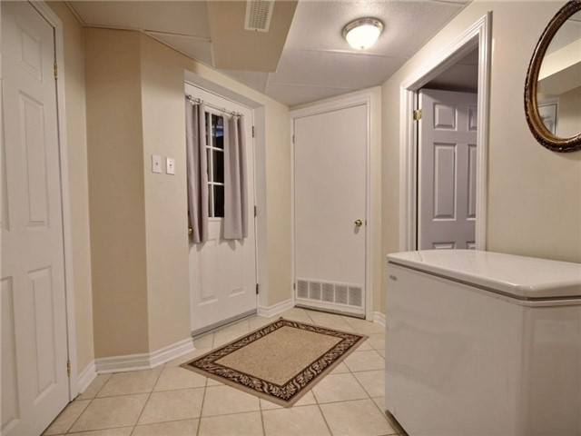 Detached at 56 Birchwood Dr, Barrie, Ontario. Image 8