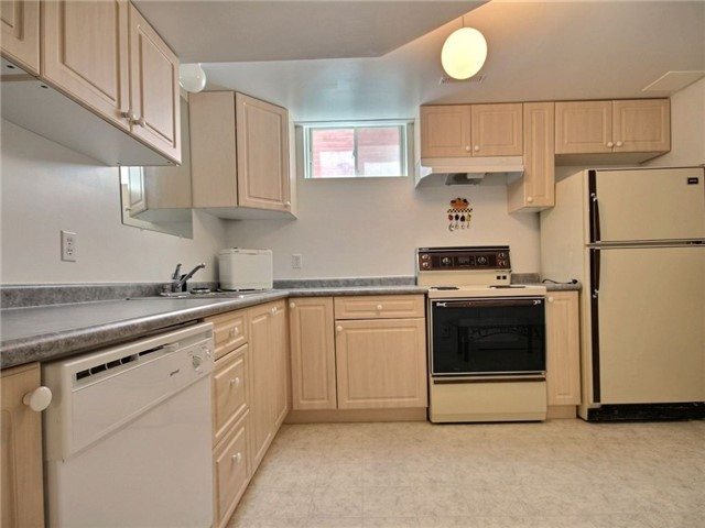 Detached at 56 Birchwood Dr, Barrie, Ontario. Image 10