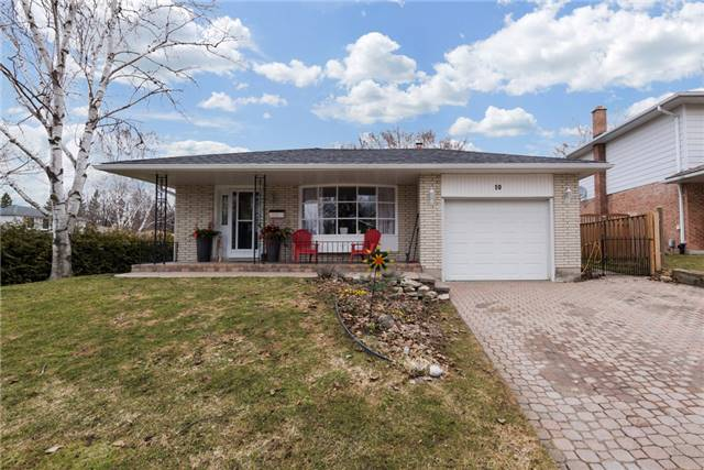 Detached at 10 Davies Cres, Barrie, Ontario. Image 1