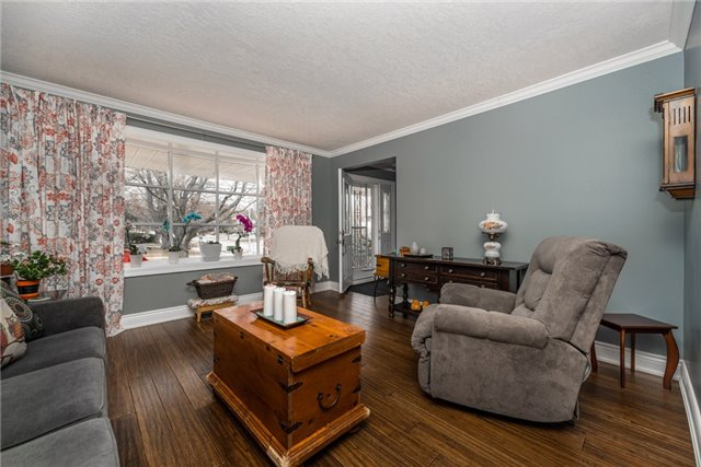 Detached at 10 Davies Cres, Barrie, Ontario. Image 13