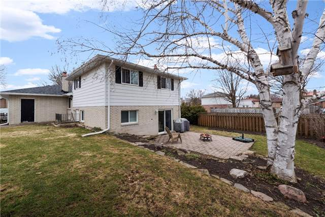 Detached at 10 Davies Cres, Barrie, Ontario. Image 8