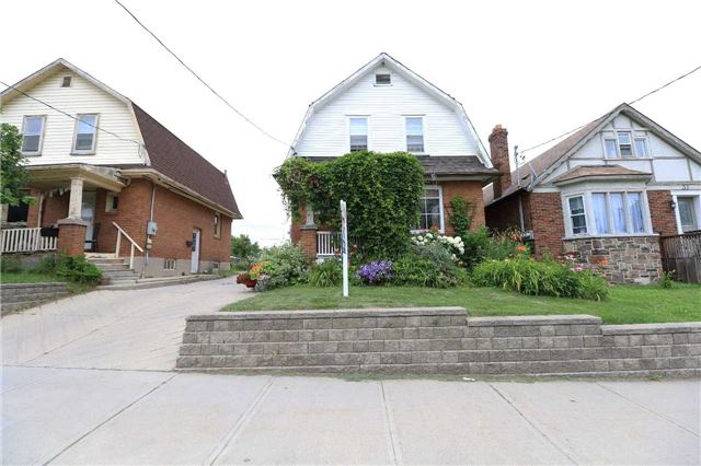 Detached at 33 Toronto St N, Barrie, Ontario. Image 1