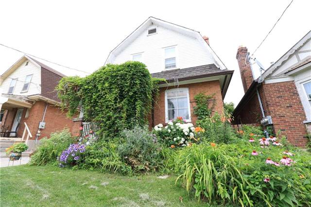 Detached at 33 Toronto St N, Barrie, Ontario. Image 10