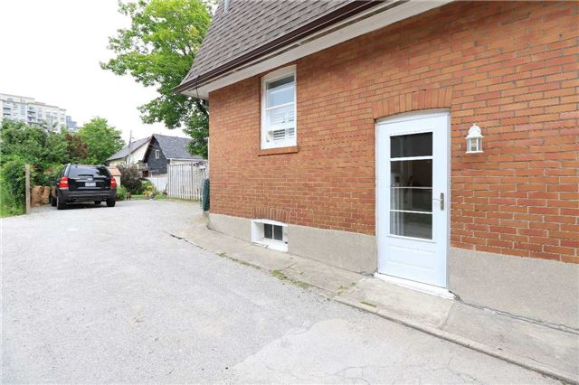 Detached at 33 Toronto St N, Barrie, Ontario. Image 12