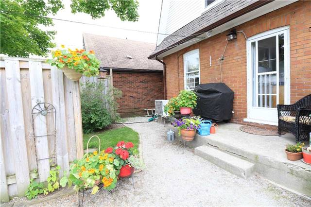 Detached at 33 Toronto St N, Barrie, Ontario. Image 13