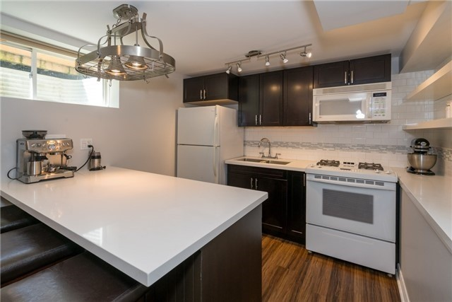 Detached at 124 Clapperton St, Barrie, Ontario. Image 10