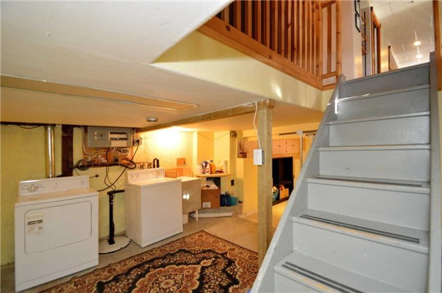 Detached at 106 Maple Ave, Barrie, Ontario. Image 5