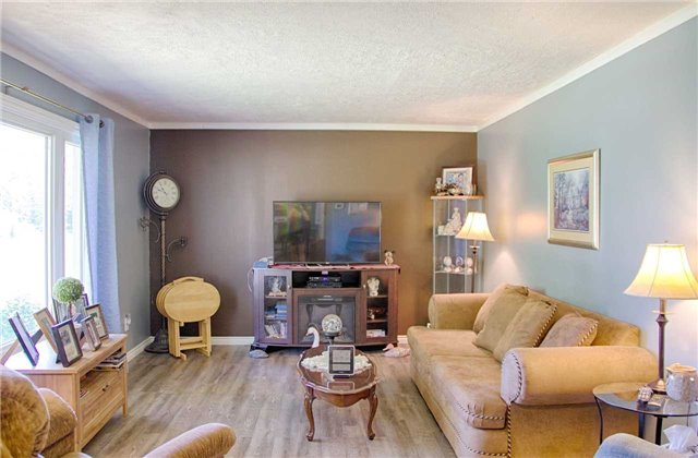 Detached at 61 George St E, Clearview, Ontario. Image 8