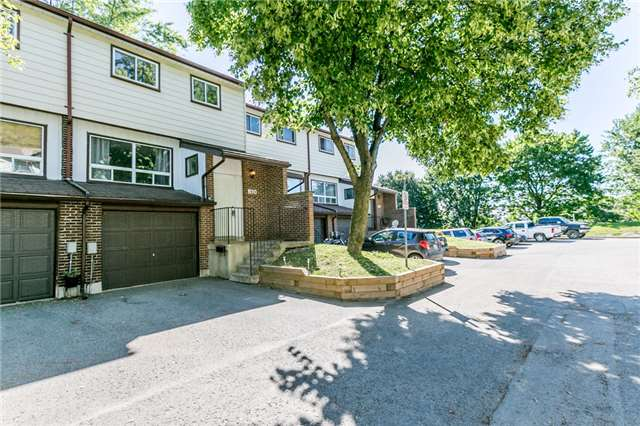 Condo Townhouse at 63 Ferris Lane, Unit B10, Barrie, Ontario. Image 12