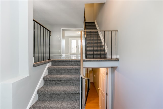 Condo Townhouse at 63 Ferris Lane, Unit B10, Barrie, Ontario. Image 14