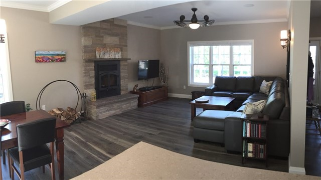 Detached at 4 Woodview Dr, Collingwood, Ontario. Image 4